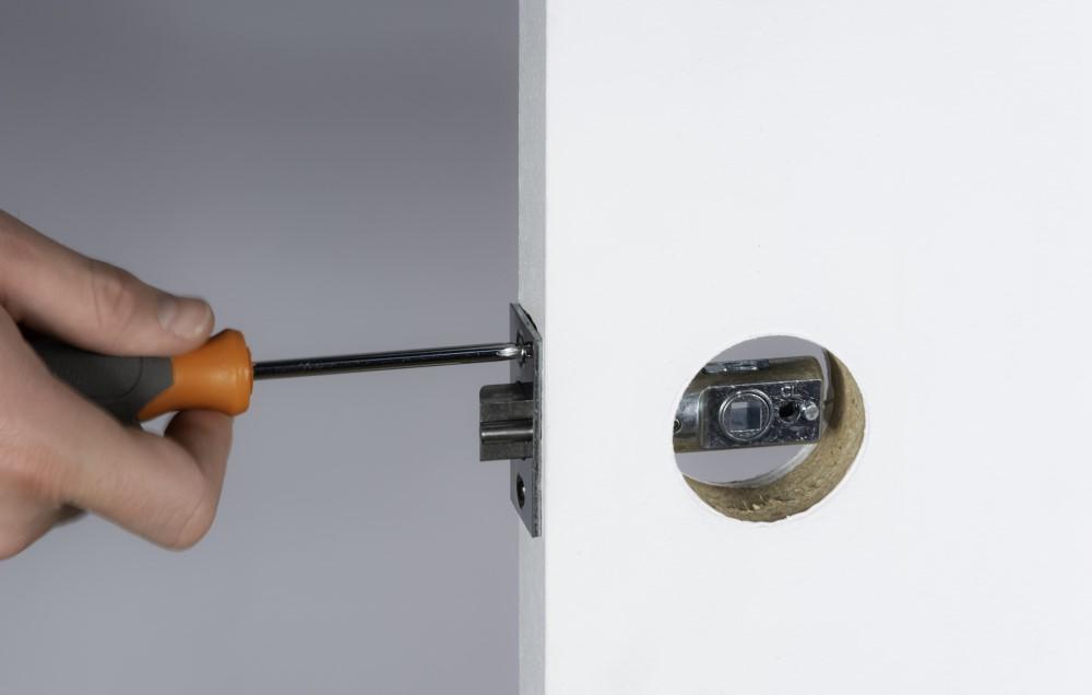 11-latch-screw-1.jpg
