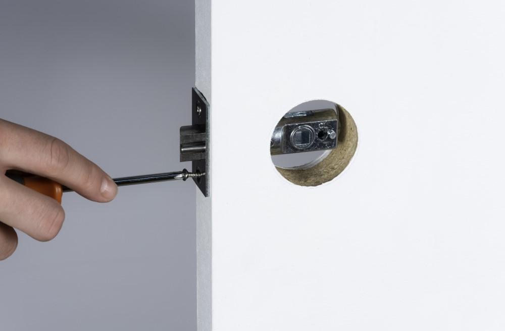 11-latch-screw-2.jpg